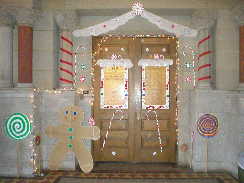 Christmas Door Decorating Ideas  Casual Cottage ~ 003938_Christmas Decoration Ideas For Doors Contest